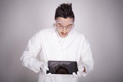 Техническое молодого человека электронное Стоковые Фотографии RF