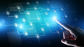 Технология тайнописи Blockchain, fintech и концепция интернета на виртуальном экране стоковое изображение rf
