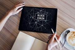 Технология Blockchain и cryptocurrency Bitcoin, концепция Ethereum на экране стоковые фотографии rf