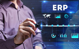 Технология, интернет, дело и маркетинг детеныши бизнесмена стоковая фотография rf