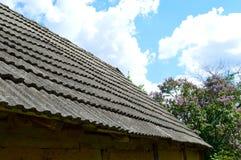 течение учета стародедовское, котор сгорели керамическое вымотало сделанный mimic походит плитки плитки крыши к была древесиной д Стоковая Фотография RF