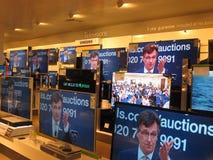 Телевизоры в магазине. Стоковые Изображения