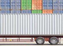 Тележка груза контейнера и стог контейнера Стоковое Фото