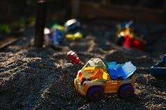 Тележка игрушки в песке Стоковая Фотография