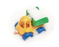Тележка игрушки ` s ребенка в снеге Стоковая Фотография