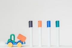Тележка и отметки игрушки Стоковое Изображение