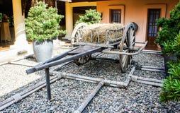 Тележка 2-катят старым стилем, который, деревянная тележка Стоковая Фотография