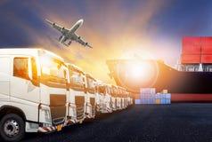 Тележка контейнера, корабль в порте и транспортный самолет перевозки в transpo стоковая фотография