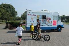 Тележка мороженого в парке короны Flushing Meadows Стоковая Фотография RF