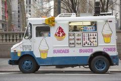 Тележка мороженого в центре города Манхаттане Стоковые Изображения RF