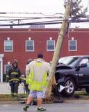 Тележка принимает вне опору линии электропередач в Bethpage NY Стоковая Фотография
