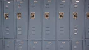Тележка снятая голубых шкафчиков школы видеоматериал