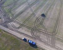 Тележка с танками пестицида для refilling трактор брызга Трактор с прикрепленной на петлях системой распыляя пестицидов Удабриват Стоковая Фотография