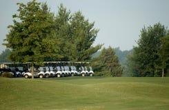Тележки гольфа готовые стоковые фото