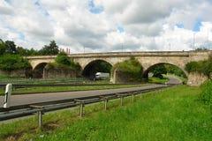 Тележки и мост над дорогой Стоковые Фото