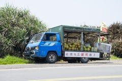 Тележки продавая ананасы Стоковые Фото