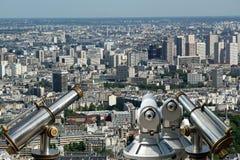 Телезритель телескопа и горизонт города на дневном времени. Париж, Франция. Стоковое Изображение RF
