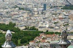 Телезритель телескопа и горизонт города на дневном времени. Париж, Франция. Стоковые Изображения RF