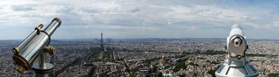 Телезритель телескопа и горизонт города на дневном времени. Париж, Франция Стоковое Изображение