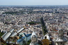 Телезритель телескопа и горизонт города на дневном времени. Париж, Франция Стоковая Фотография RF