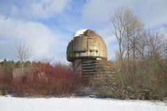 Телескоп на дне в феврале обсерватории Pulkovo солнечном Взгляд собора Андрюа апостола стоковые изображения
