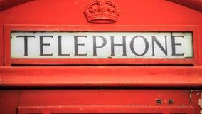 Телефонная будка крупного плана традиционная красная в Великобритании Стоковое Фото