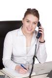 Телефоны молодой женщины на столе Стоковые Фото