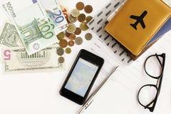 Телефон денег пасспорта с картой и стекла на белой предпосылке, стоковое фото