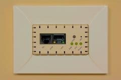 Телефон и стенная розетка интернет-связи стоковое изображение rf