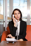 телефон назеиной линия коммерсантки беседуя Стоковая Фотография
