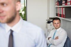 телефон офиса бизнесмена говоря Стоковая Фотография RF
