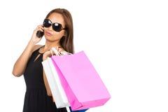 Телефон половинный h хозяйственных сумок женщины солнечных очков азиатский Стоковые Фотографии RF