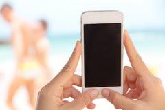 телефон франтовской используя женщину Стоковое Изображение RF
