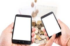Телефон экрана касания пробела владением руки человека умный на концепции финансов Стоковое фото RF