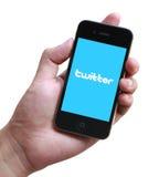 Телефон Twitter в руке Стоковые Фотографии RF