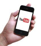Телефон Youtube в руке Стоковое фото RF