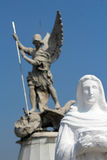 Тело Архангела St Michael полное из фокуса и виргинских скульптур Стоковая Фотография RF