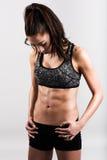 Тело женщины фитнеса молодого спорта сексуальное на белой предпосылке Стоковое Фото