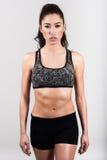Тело женщины фитнеса молодого спорта сексуальное на белой предпосылке Стоковое Изображение RF