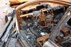 , котор сгорели автомобиль. Стоковые Фотографии RF