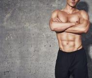 Тело портрета фитнеса половинное 6 пакетов отсутствие рубашки Стоковая Фотография