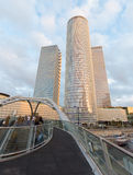 Тель-Авив - небоскребы центра Azrieli в свете вечера архитекторами Moore Yaski Sivan с измерять 187 m (614 ft) в высоте Стоковая Фотография RF