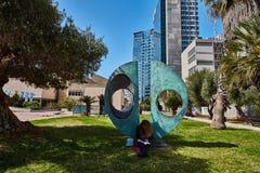 Тель-Авив - 10 02 2017: Экстерьер музея изобразительных искусств Тель-Авив и monu искусства Стоковые Изображения