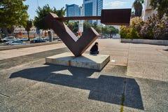 Тель-Авив - 10 02 2017: Экстерьер музея изобразительных искусств Тель-Авив и monu искусства Стоковые Фотографии RF