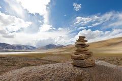 тибетец пирамиды из камней Стоковые Изображения RF