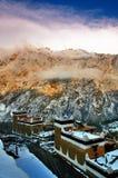 Тибетская деревня на сумраке Стоковое Изображение RF