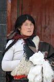 тибетская женщина стоковые фотографии rf