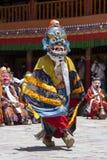 Тибетские ламы одели в мистической тайне Tsam танца маски во времени  буддийского фестиваля на Hemis Gompa, Ladakh, северной Инди Стоковые Изображения RF