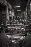 Тибетские монахи - скит Ganden - Тибет Стоковые Изображения