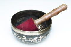 Тибетский буддийский шар петь с концом пестика вверх черный металл стоковые изображения rf